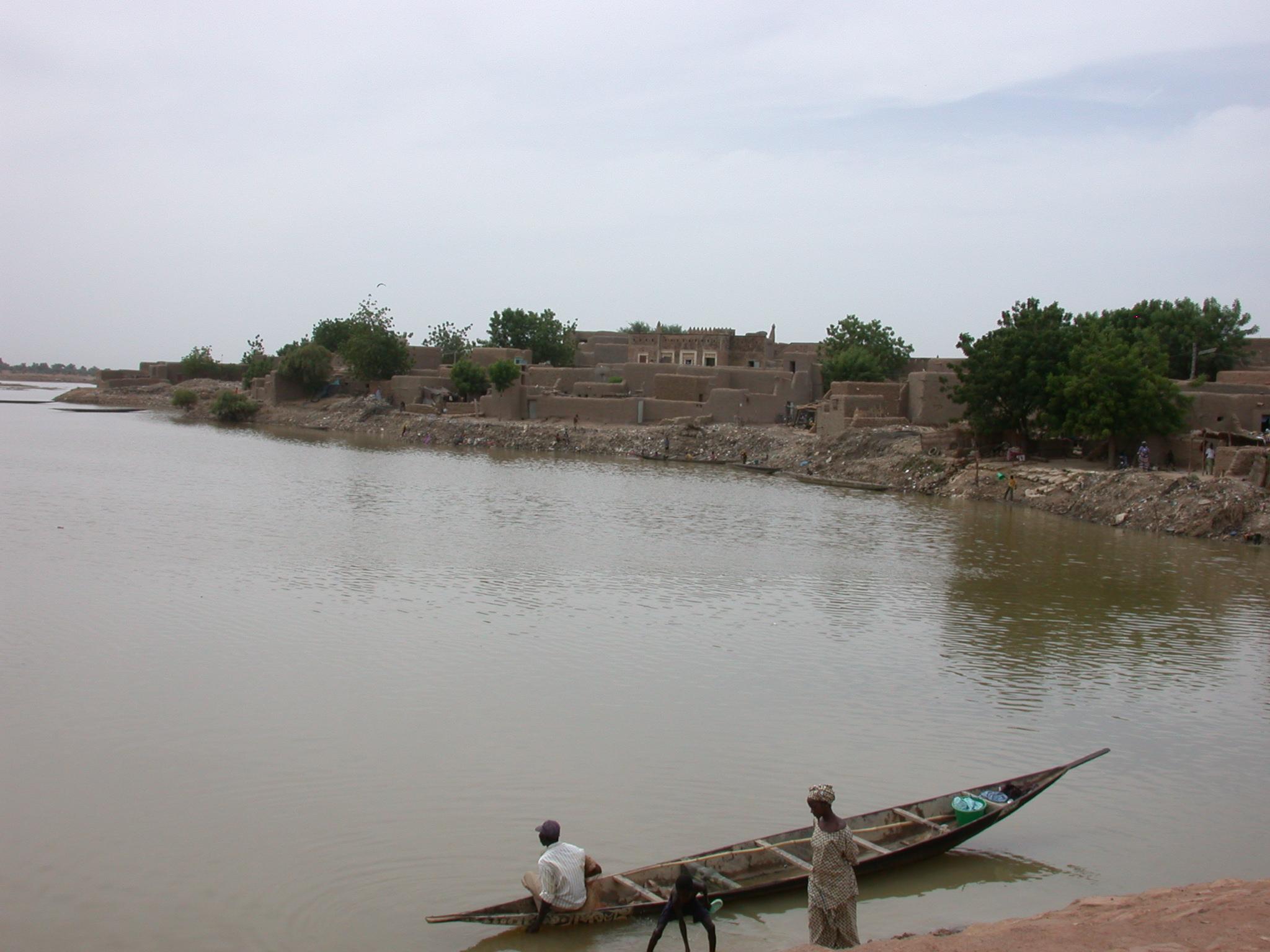 Pirogue in Jenne, Mali