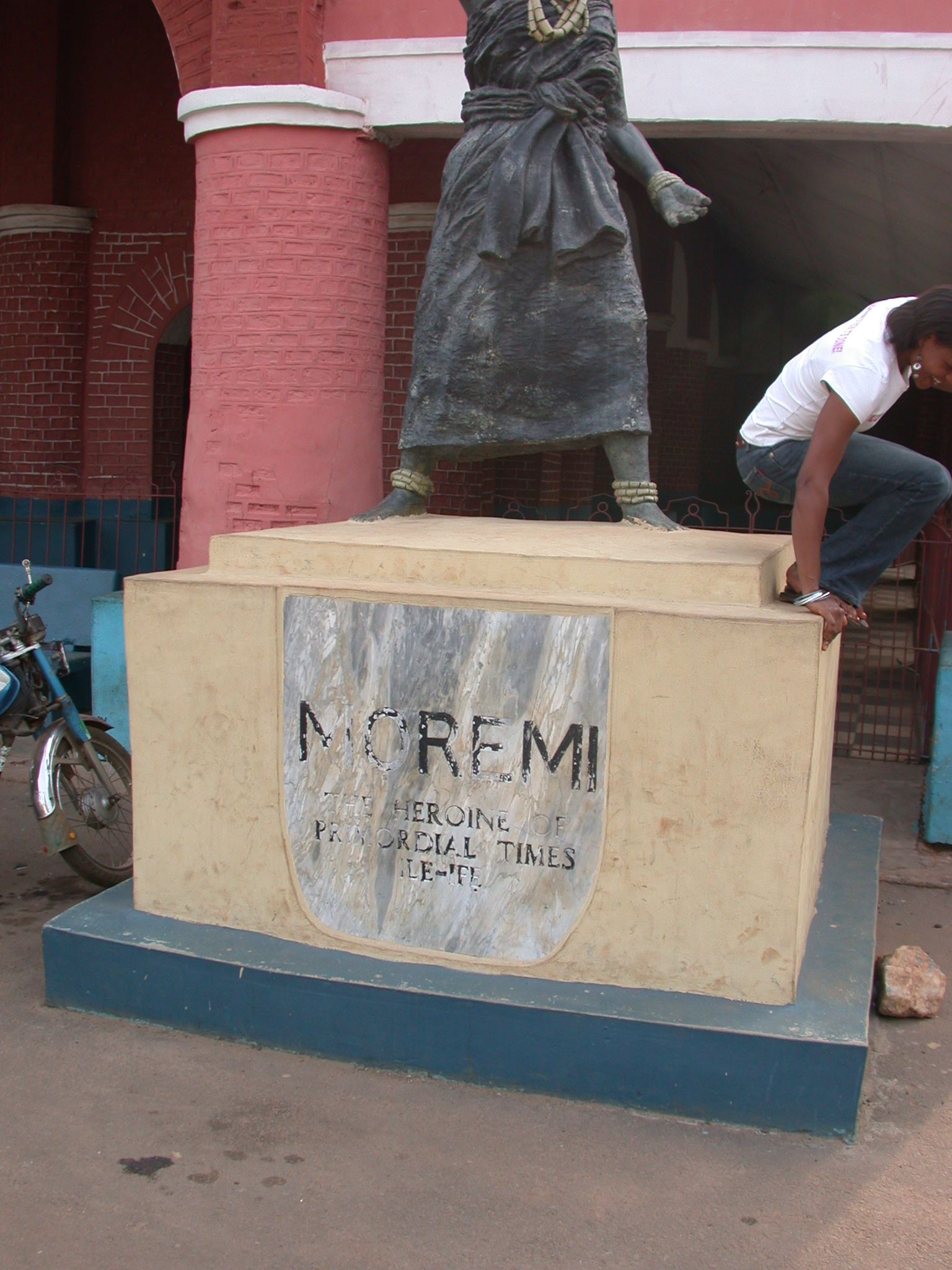 Statue of the Yoruba Heroine Moremi, Oba Palace, Ile-Ife, Nigeria
